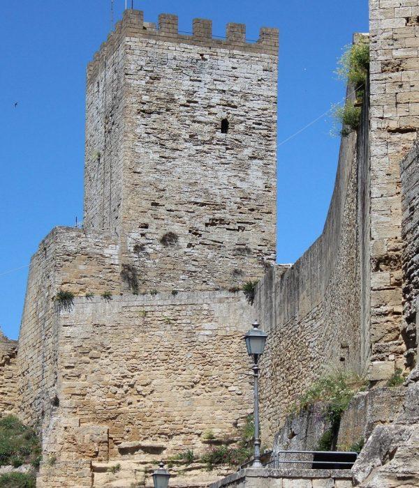 castle-1048008_1920 (1)